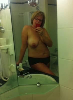Femme chaude suce www tube rouge indien